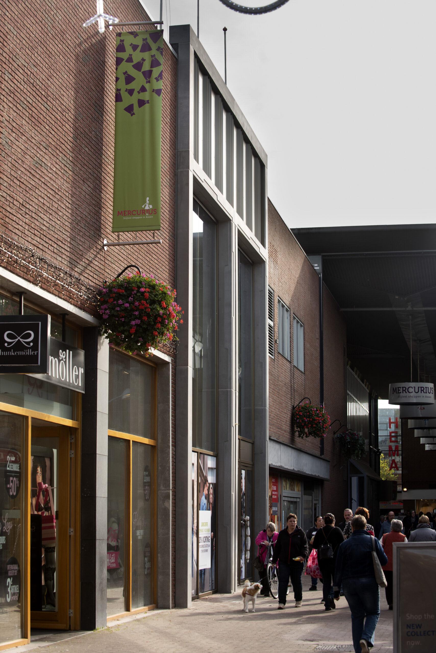 Nederland - Assen -  Drenthe- 19-10-2018  Mercurius centrum, vernieuwde gevel van oude V&D. Door EUP design.  Foto : Sake Elzinga